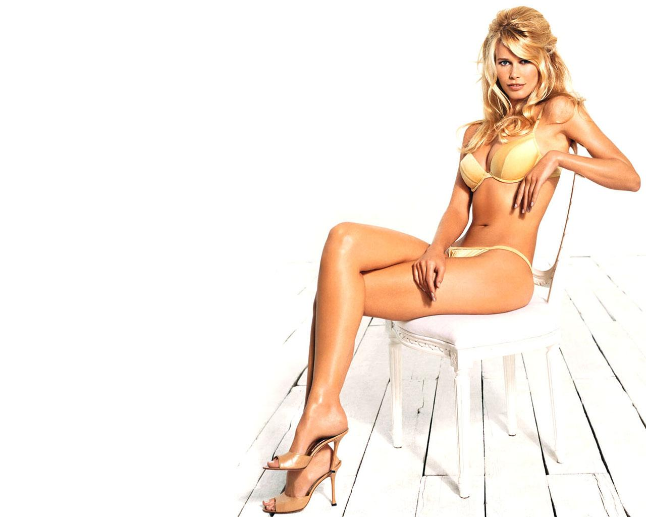 best looking woman   claudia schiffer   1280x1024 wallpaper 4