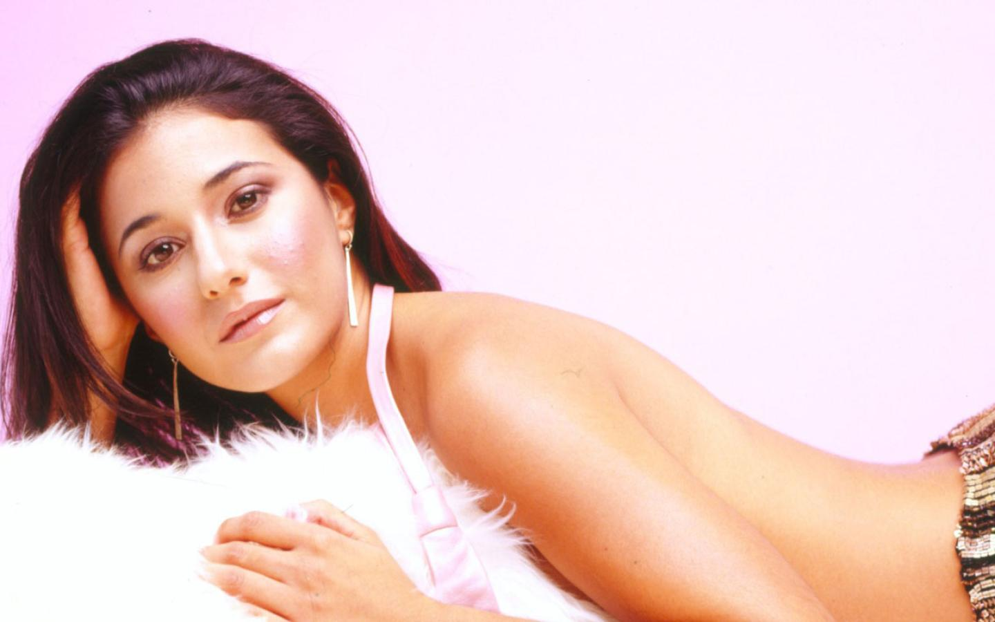 Emmanuelle Chriqui  Wallpaper #2 1440 x 900